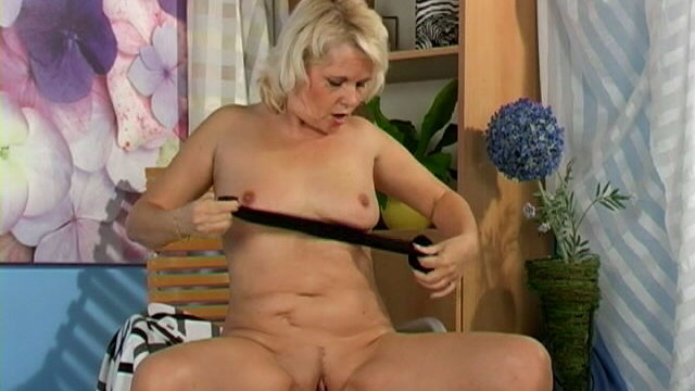 Sweety Blonde Granny Leona Touching Her Frame With Lust
