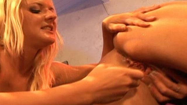 Barbara Summer Season And Crissy Cums Lick Each And Every Different's