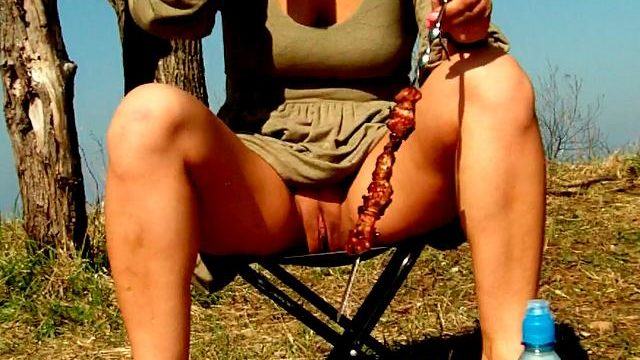 Engaging Brunette Novice Spouse Dasha Flashing Pink Quim Upskirt And Ingesting Beer At A Picnic
