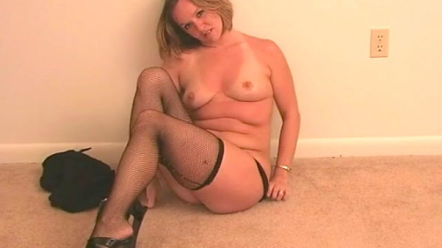 Excellent Blond Wifey Tessa Unclothing Dark-hued Lingeria And Taunting Us Along With Her Tights
