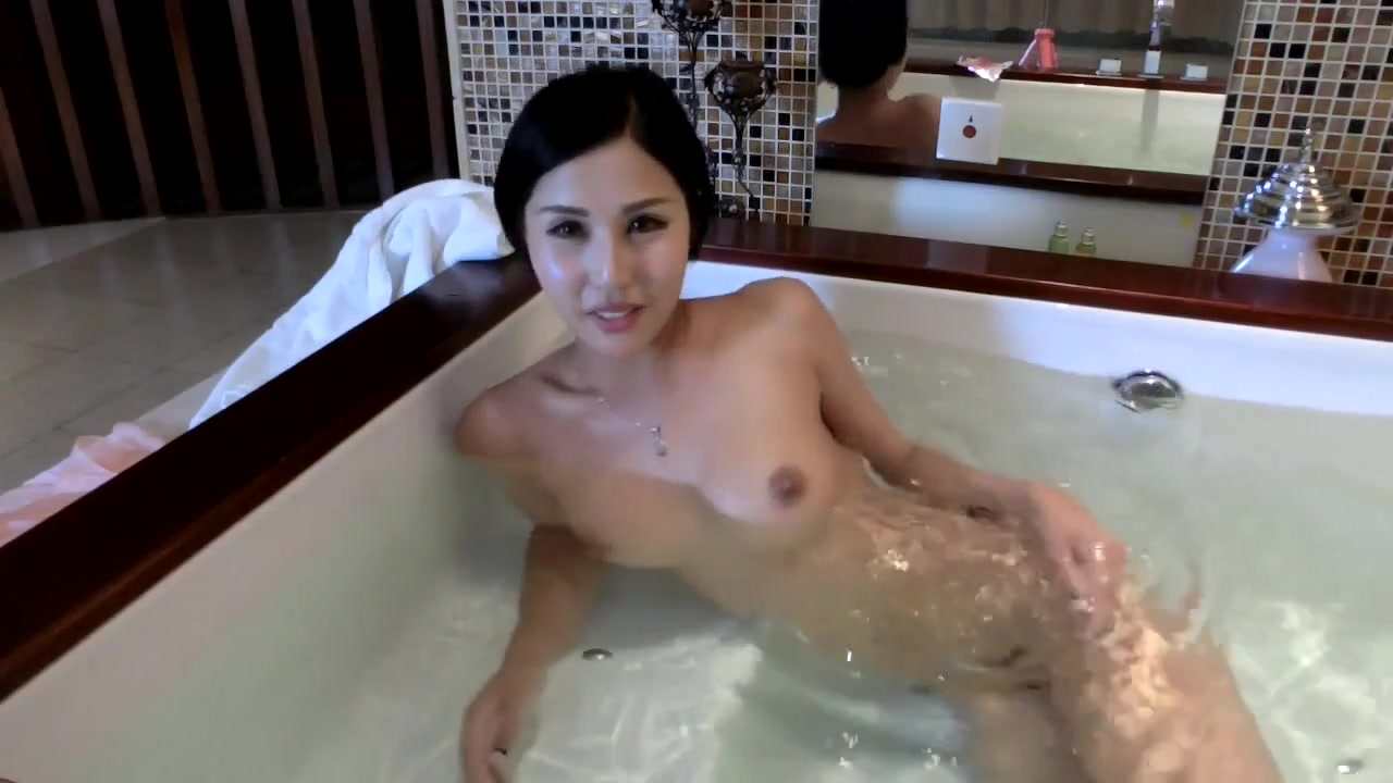 Japanese Nymph Takes A Tub & Data Herself -sexcammedia Com