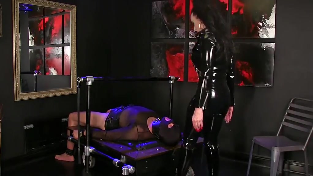 Femdomlady Shining Spandex And Slurping Masculine Marionette