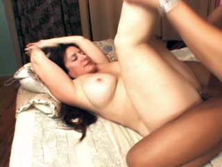 Curvaceous Mature Stretch Legged For A Man Sausage