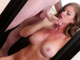 Dark Haired Babe With Ample Funbags Offers Handie