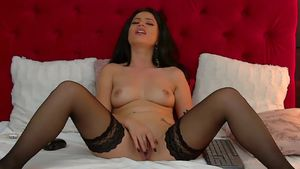 Super Hot Mother I'd Like To Bang Toying Herself On Cam